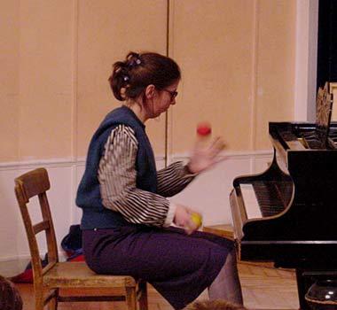 Klavierstück für zwei Hände und zwei Bälle